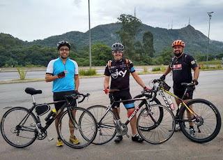 Integrantes do Pedal de Estrada durante cicloviagem ao Jaraguá em fevereiro de 2016