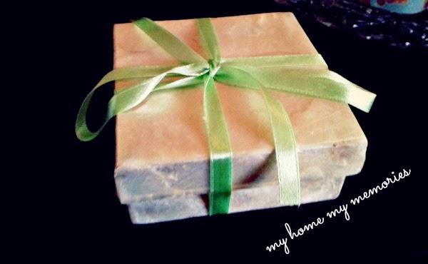 κουτί-μπομπονιέρας-με-πρασινη-κορδέλα-για-την-ανοιξη