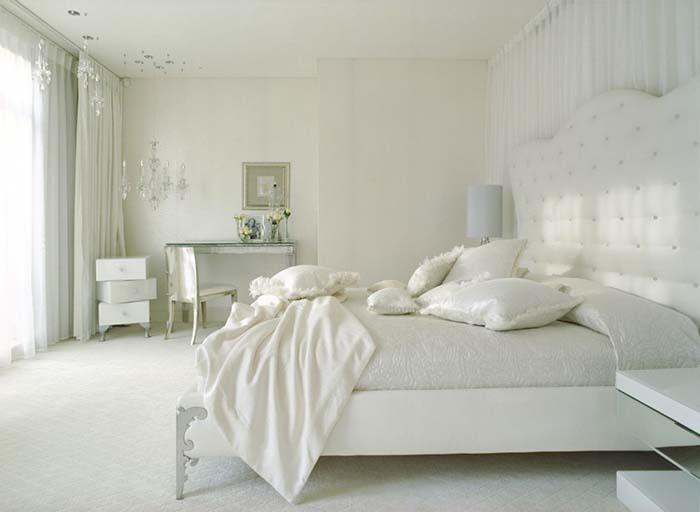 beyaz zengin yatak odası dekorasyonu