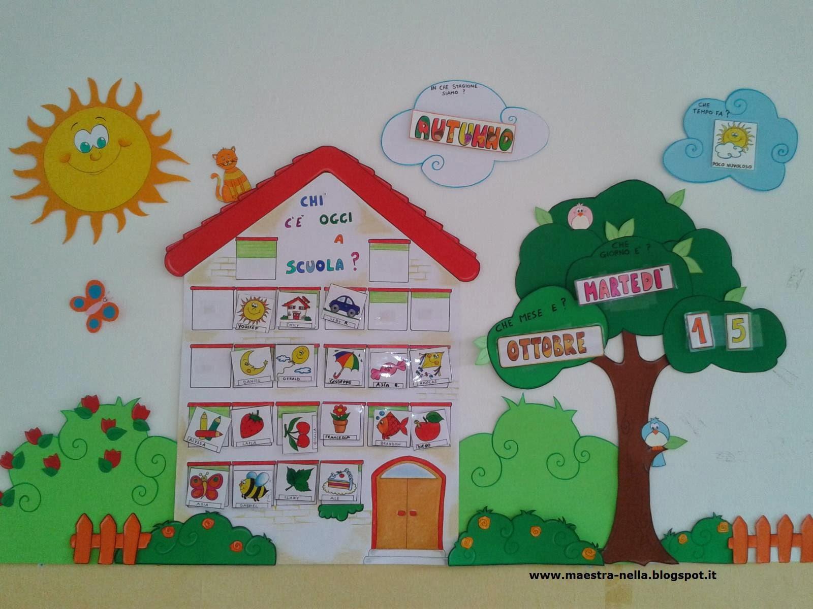 Costruire Calendario Scuola Infanzia.Maestra Nella Cartellone Presenze E Calendario