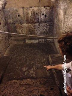 pavimento espinha peixe subterraneos guia de roma brasileira - Basílica de São Nicolau em Cárcere