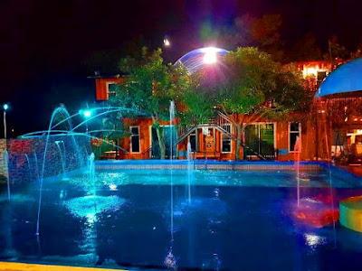Homestay kontena melaka swimming pool malam hari