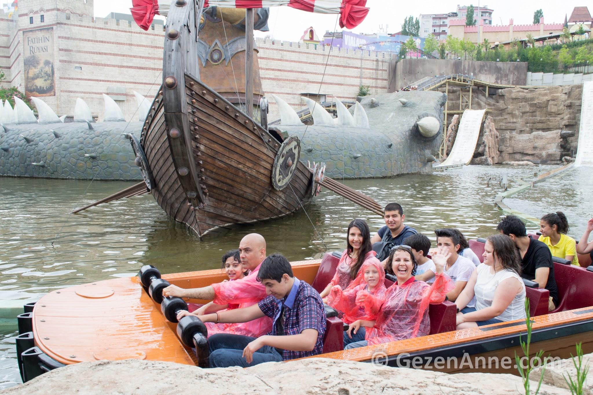 İstanbul'da çocukla gidilecek eğlenceli yerlerden Vialand lunaparkı