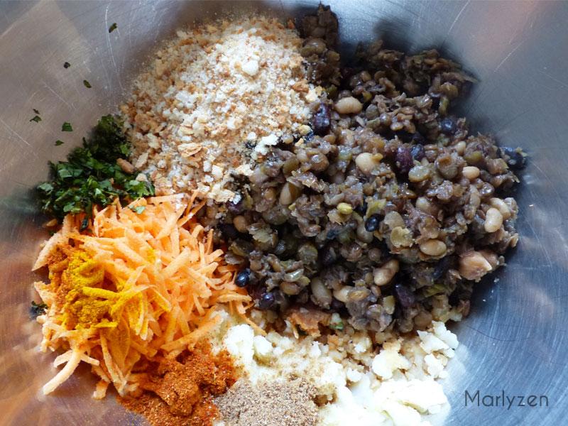 Mélangez purée, lentilles, carottes, chapelure, coriandre, épices et sauce soja.