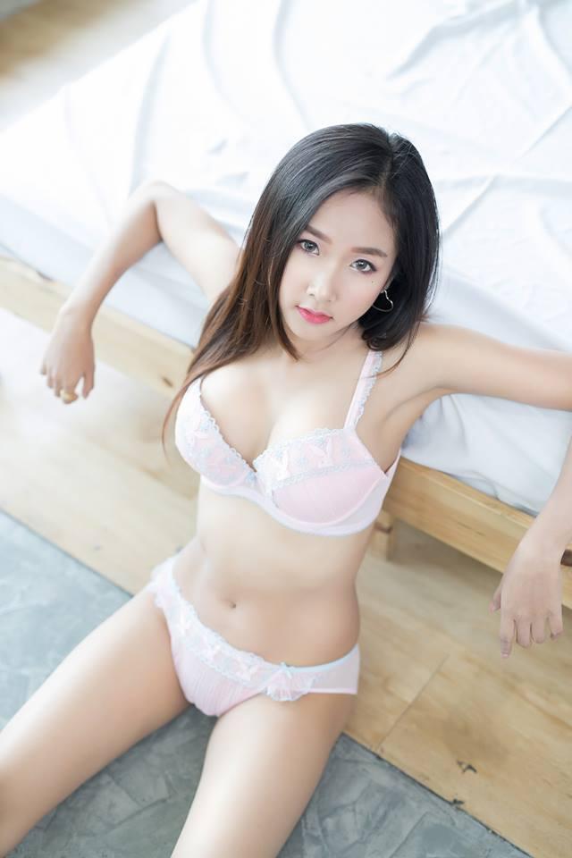 Wan-anong Pimpakan mặc bikini trắng cực sexy