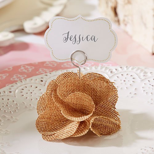 Incorporating burlap and lace into your wedding? You'll want favors to match. Check out these burlap and lace wedding favor ideas from A Bride On A Budget.