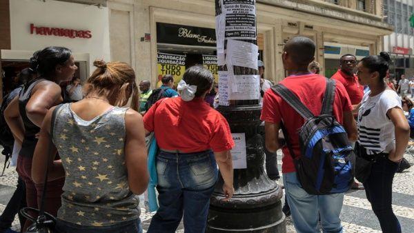 Brasil pierde empleos formales por tercer año consecutivo