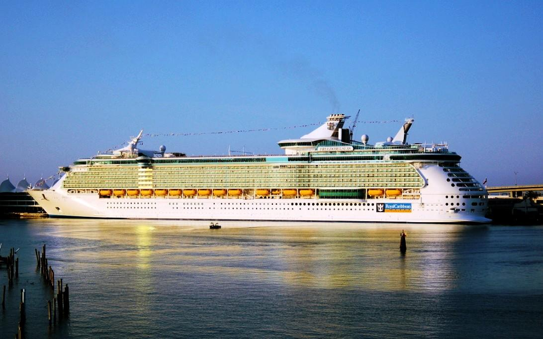 Gambar Kapal Laut Kapal Pesiar Mewah Freedom Of The Seas