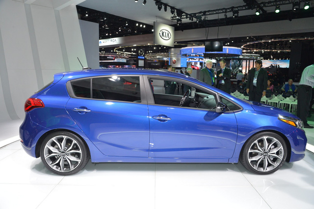 Xe Kia Forte 2016 thế hệ mới ra mắt Xe Kia Forte 2016 thế hệ mới ra mắt xe kia forte 2017 trinh lang 2B 25287 2529