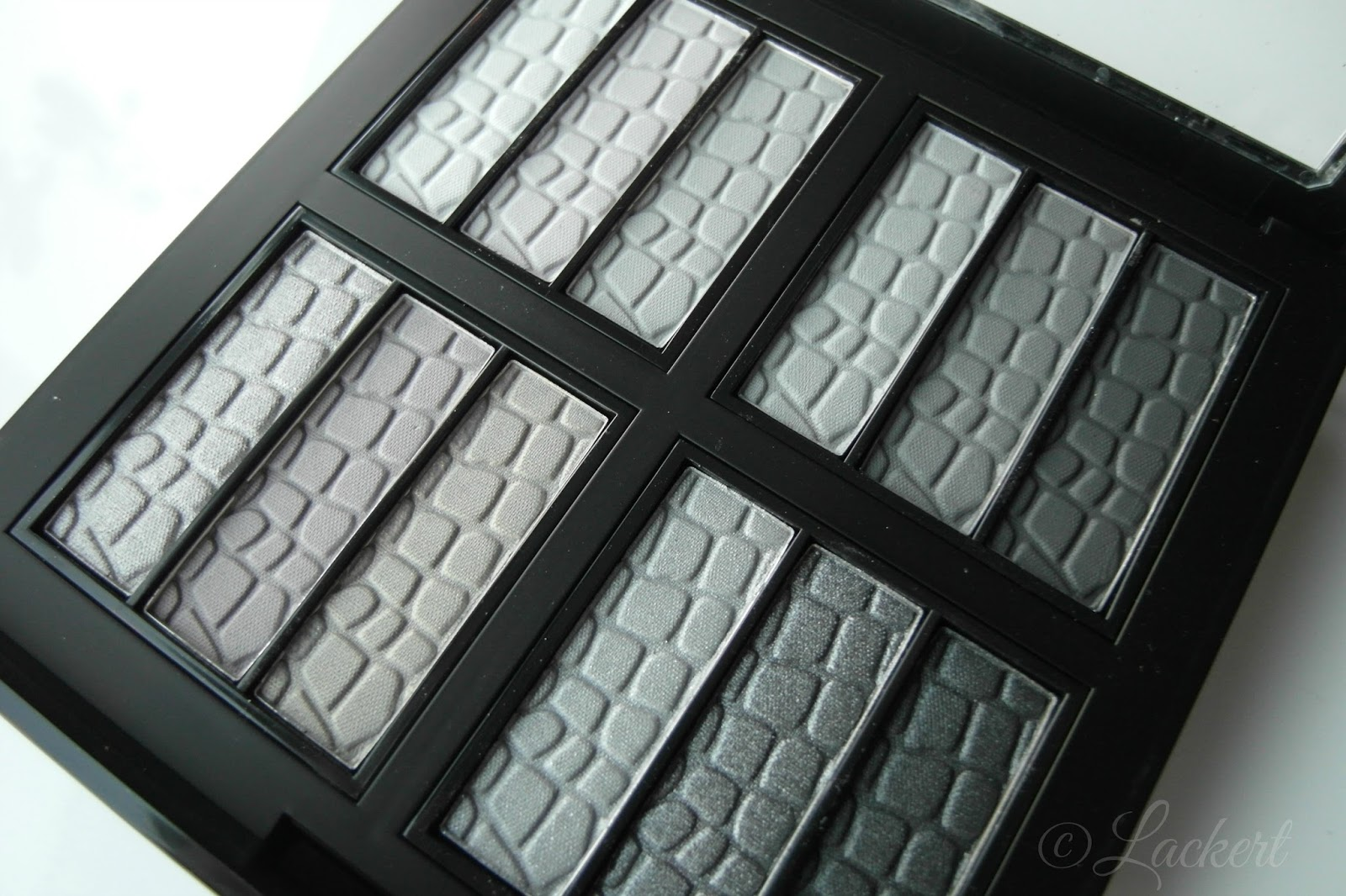 Make Up 12 Shades Of Gray