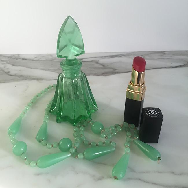 Chanel lipstick green perfume bottle peking glass necklace