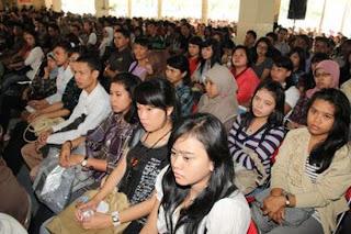 2.356 Orang Mahasiswa Baru mengikuti Acara Pelantikan dan Pengarahan Mahasiswa Baru