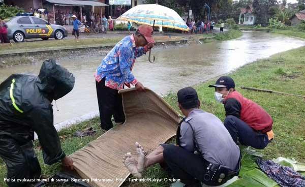 mayat mengambang di sungai sipetung indramayu dievakuasi polisi