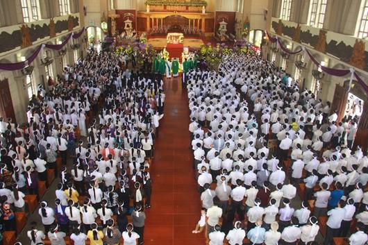 Ngày thứ Ba: Kính viếng và cầu nguyện cho Đức cha Phanxicô Xaviê Nguyễn Văn Sang - Ảnh minh hoạ 14