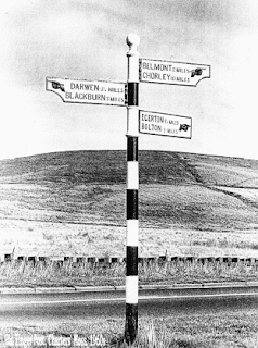 Old fingerpost, Charters Moss.