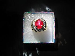Ruby Birma emas berlian