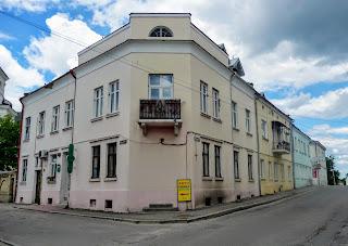 Жолква. Винниковская ул., 2, угол Василианская ул.