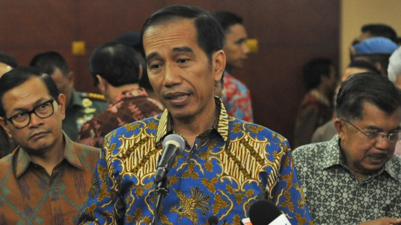 Jokowi menjawab wartawan di Gedung Dhanapala, Jakarta