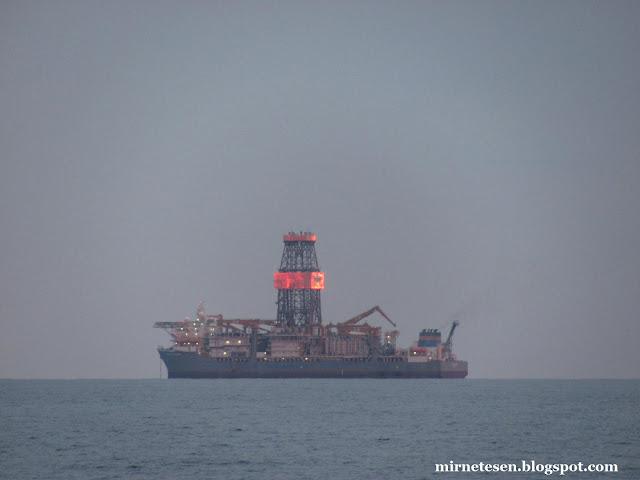 Лимассол - вечерние огни на корабле