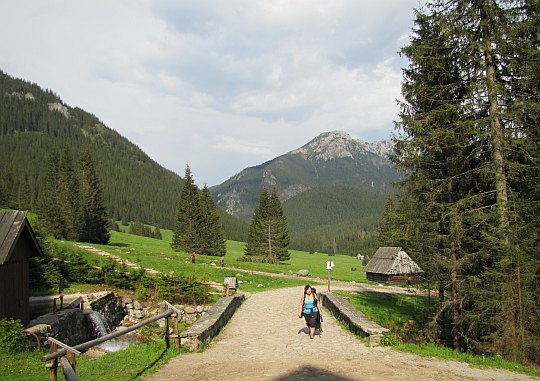 Pozostało tylko parę kroków do Schroniska PTTK na Polanie Chochołowskiej.