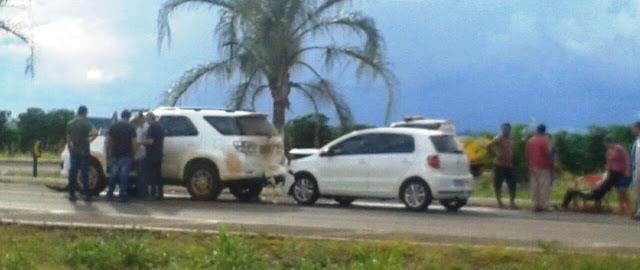 Acidente próximo a Lidianópolis envolve  três veículos