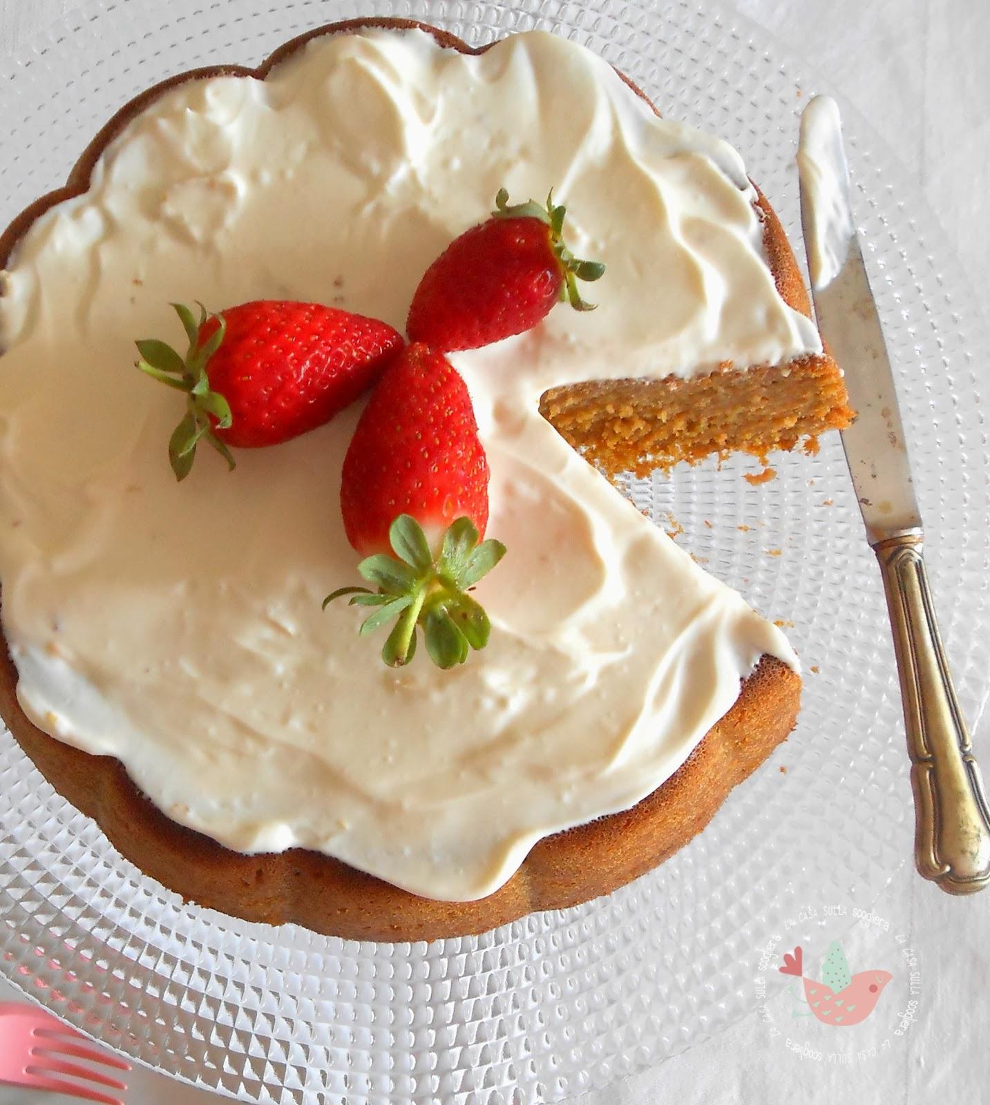 La ricetta originale americana di una torta classica e buonissime con una deliziosa copertura di crema al formaggio. Splendida, piacerà a tutta la famiglia!