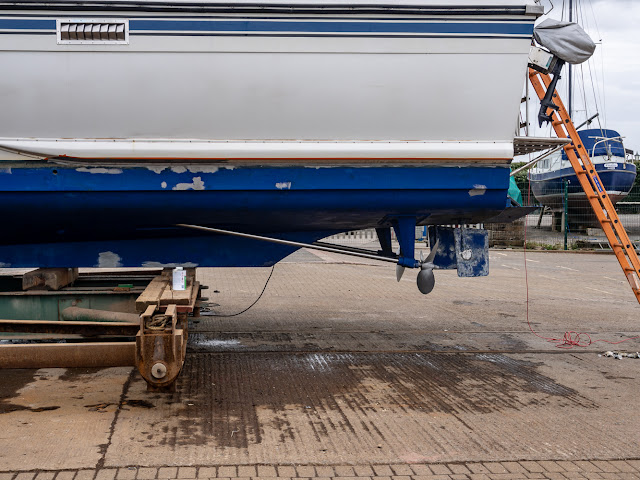 Photo taken while antifouling shows relative positions of props, rudders and keel