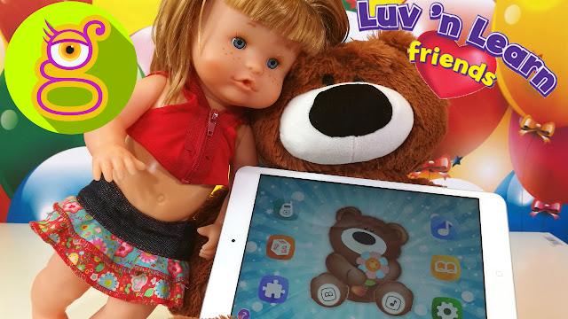 La muñeca bebé Pompitas y su Osito de Peluche interactivo Luv and Learn Friends