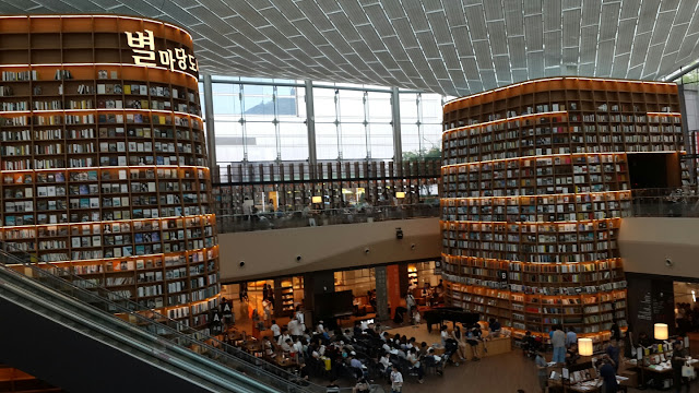 This Giant Library is Inside a Mall! Find Out How Big is the Starfield Library and the Number of Books It Contains