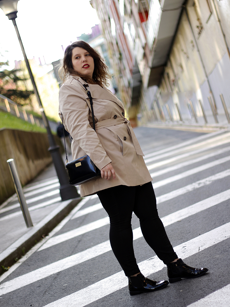 Outfit basico con gabardina beige VII. Look hecho por Almudena Duran Arnaiz