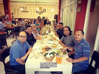 Alumni Kelas G SMPN 6 Malang Di Depot Ikan Bakar 52, Malang