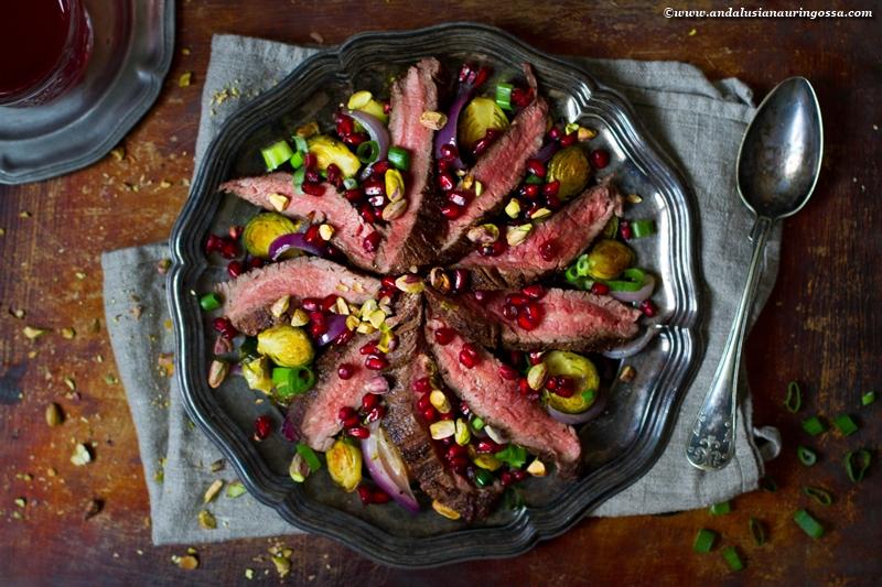 jouluinen salaatti_paahdettu ruusukaali_piparkakkumauste dry rub flank steak_glögisiirappidressing_vaaka