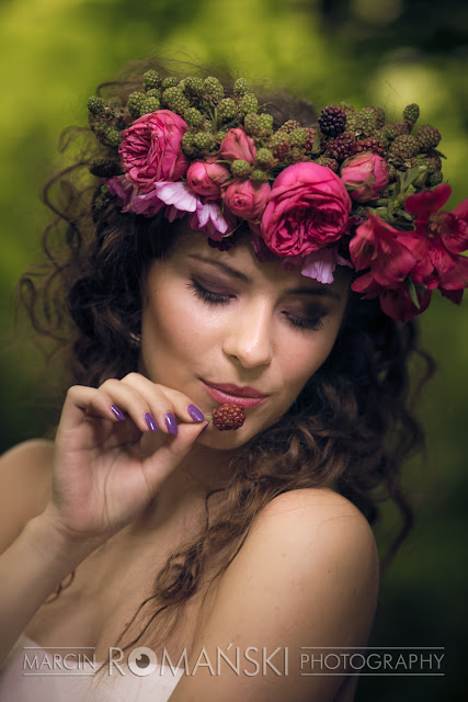 Makijaż ślubny  i manicure w odcieniach fioletu