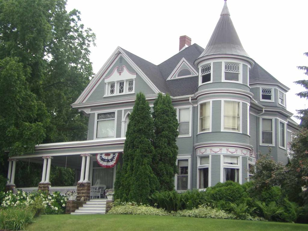 The seville house 1897 queen anne victorian in lodi wisconsin