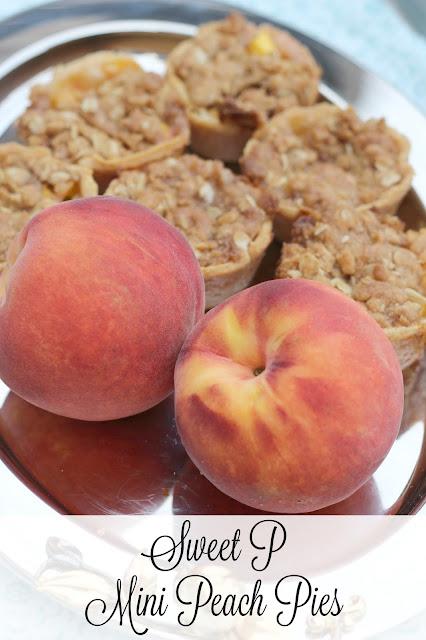 peach pie, miniature peach pies, individual serving peach pies, peach pie with crumble topping, National Peach pie day