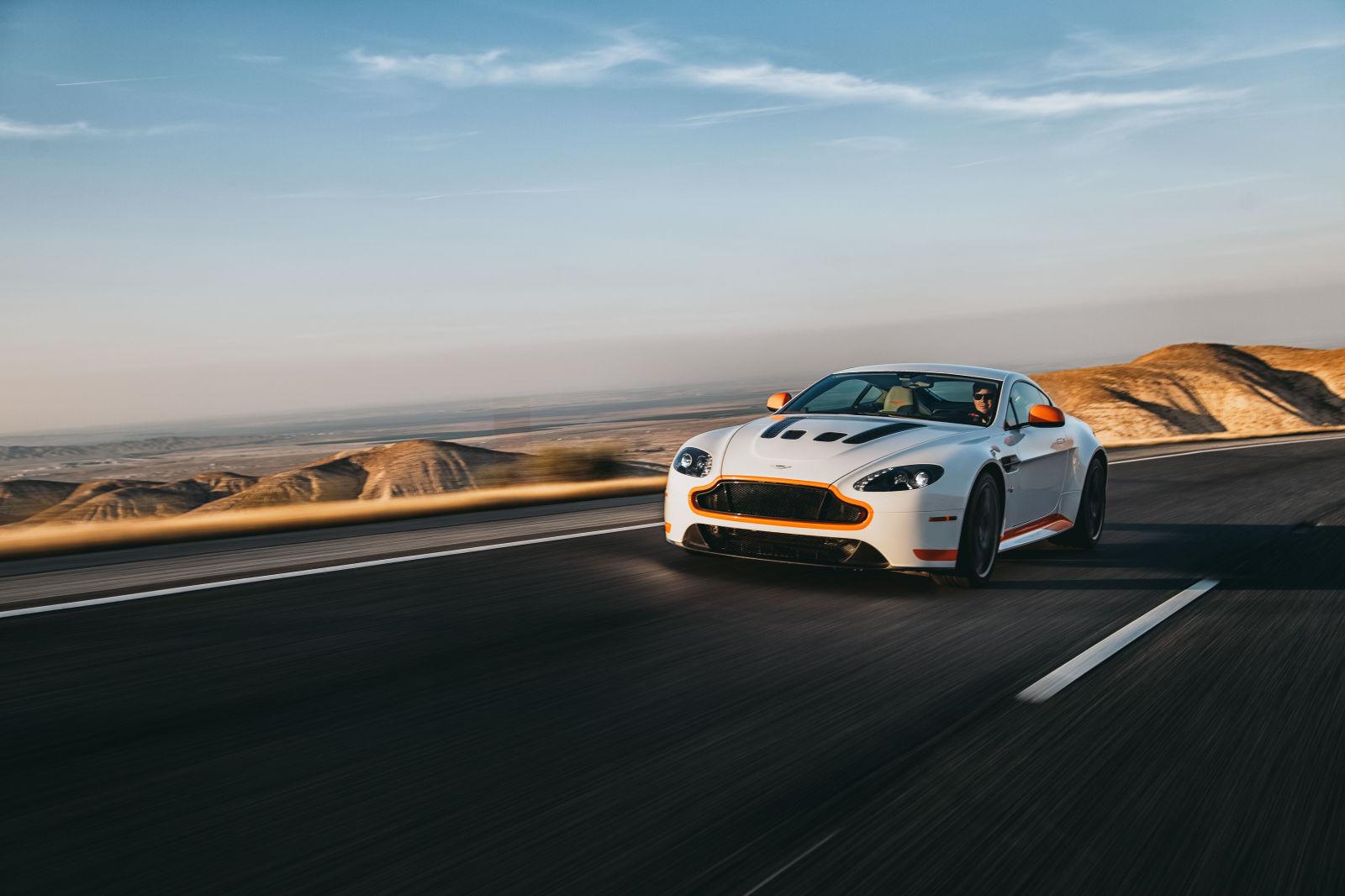 Đầu xe của Aston Martin dường như quá yếu đuối so khối động cơ ở trong xe