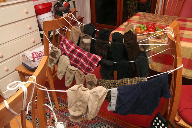 Ternyata Kebiasaan Kita Menjemur Pakaian Didalam Rumah itu Bisa Membahayakan Kesehatan Kita!