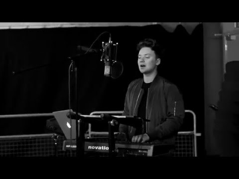 Video: Conor Maynard - One Dance (Drake cover)