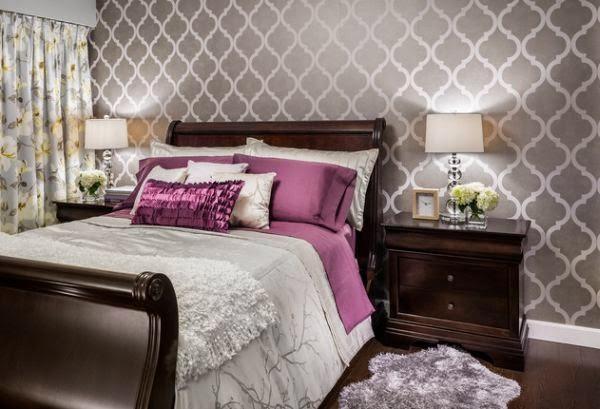 Habitaciones en violeta y gris plata dormitorios colores - Papel pintado blanco y plata ...