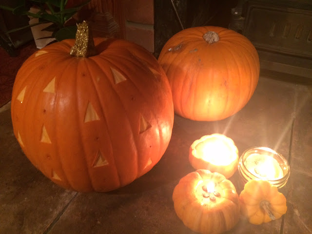 pumpkin with glitter stem and pumpkin spice latte candles