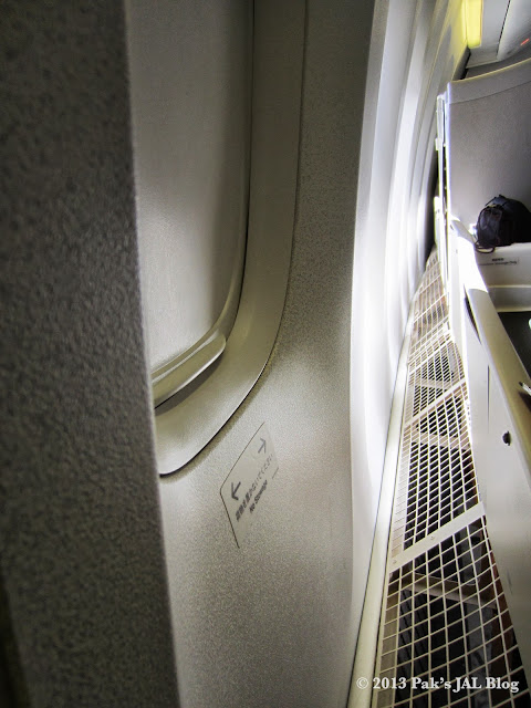 Gap between JAL seat enclosure and the wall.