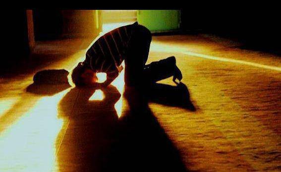 Why you should not close your eyes during prayer