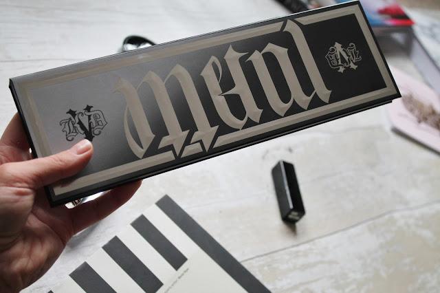 Kat Von D Metal Matte Palette Size