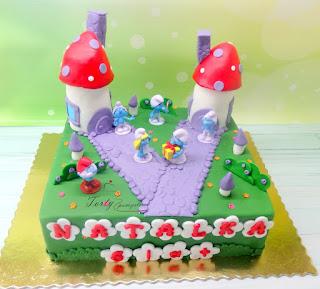 tort wioska smerfów