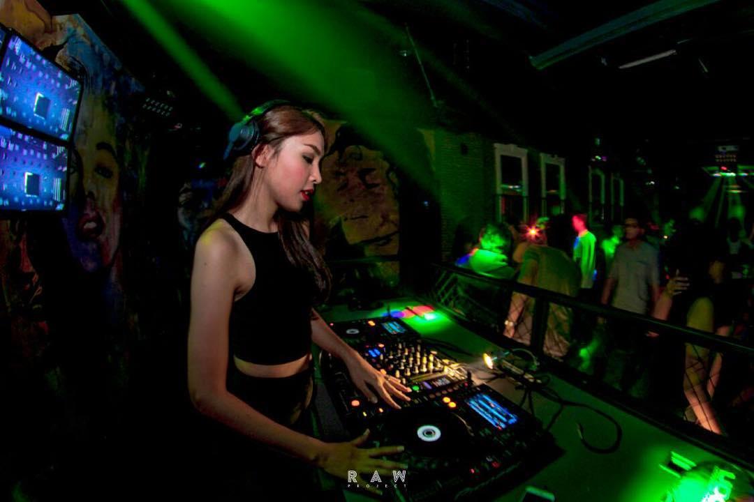 smooth%2Bkaraoke%2Bmalang%2Bgirls%2Blc%2Bescort Malang Nightlife Best Bars Clubs Spas