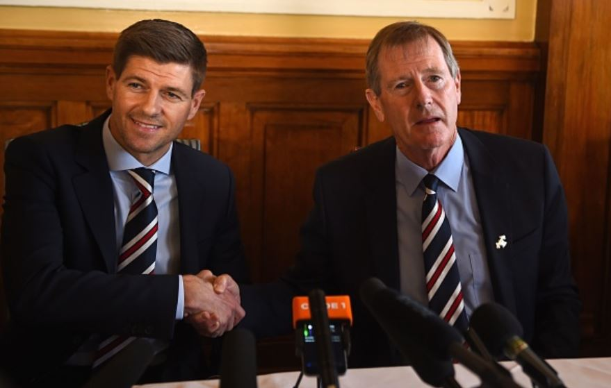 Gerrard-shakes-hands-with-Rangers-Chairman