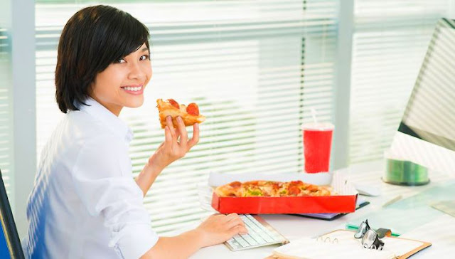 Makanlah Makanan Yang Sehat di Tempat Kerja Makanlah Makanan Yang Sehat di Tempat Kerja