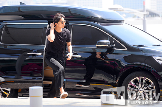 photo of Gong Yoo  - car