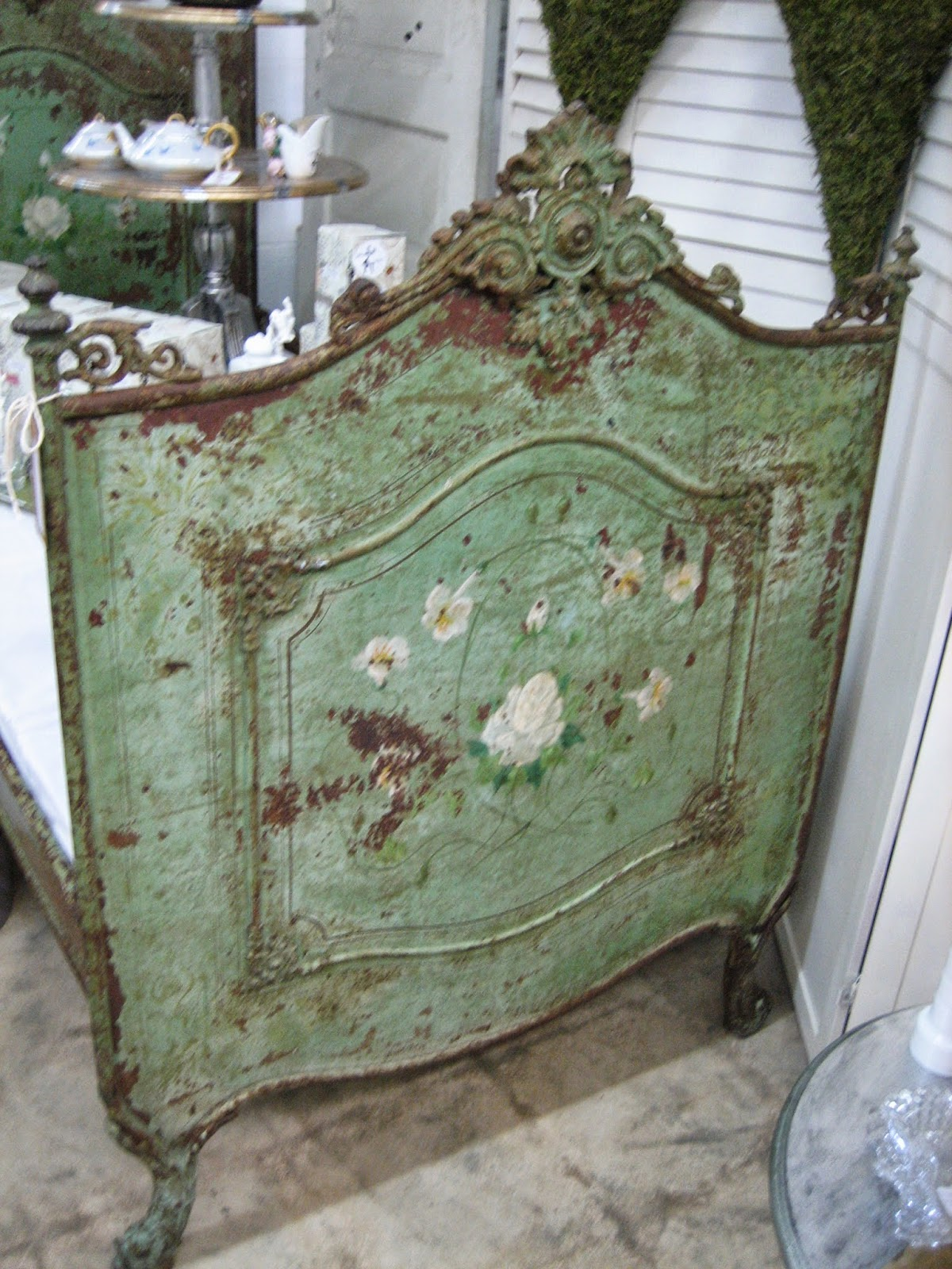 Vignettes Antiques: This Just In
