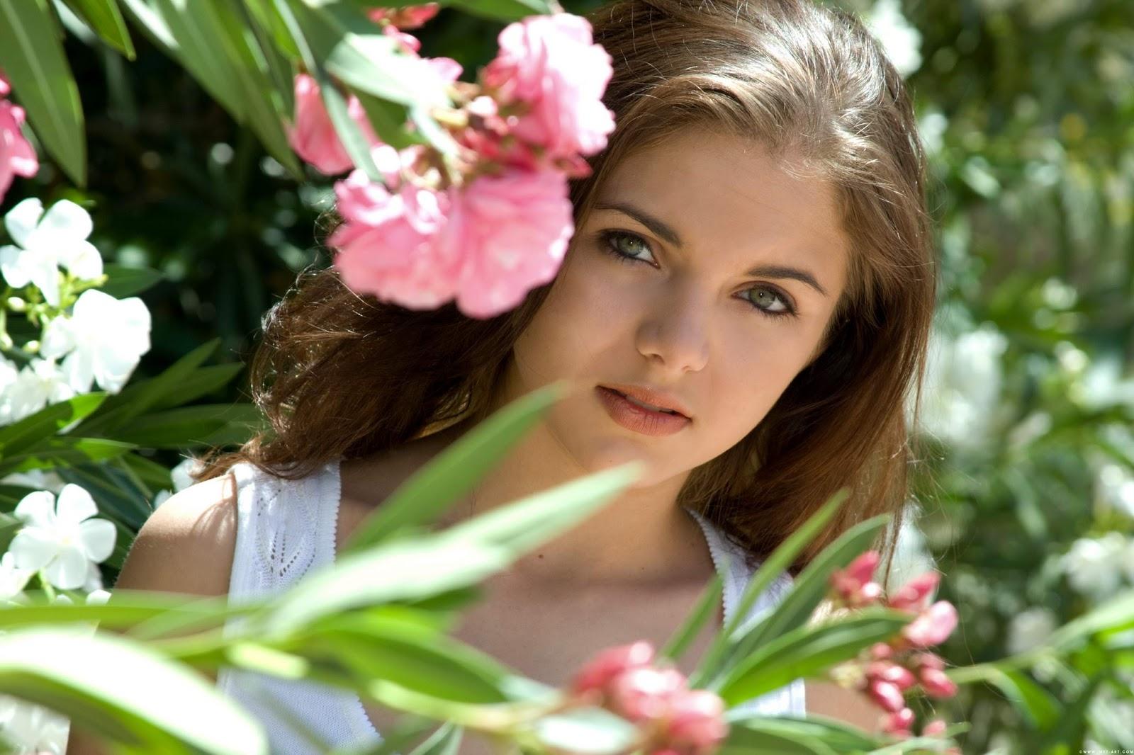 Flowers online 2018 flower with girl wallpaper flowers online izmirmasajfo